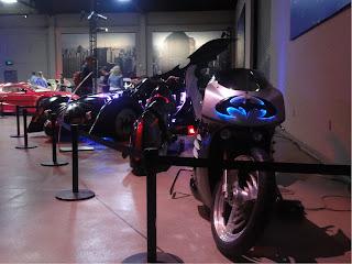 2 motorsykler og noen biler brukt i Batman-filmene.