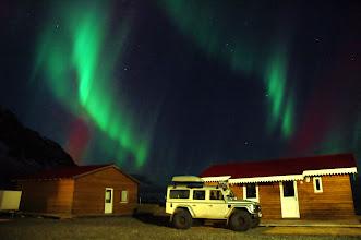Photo: Costa Sud d'Islanda. Un dei nostri Land Rover Defender 110 AT37 in posa notturna. Marzo 2014. www.90est.it