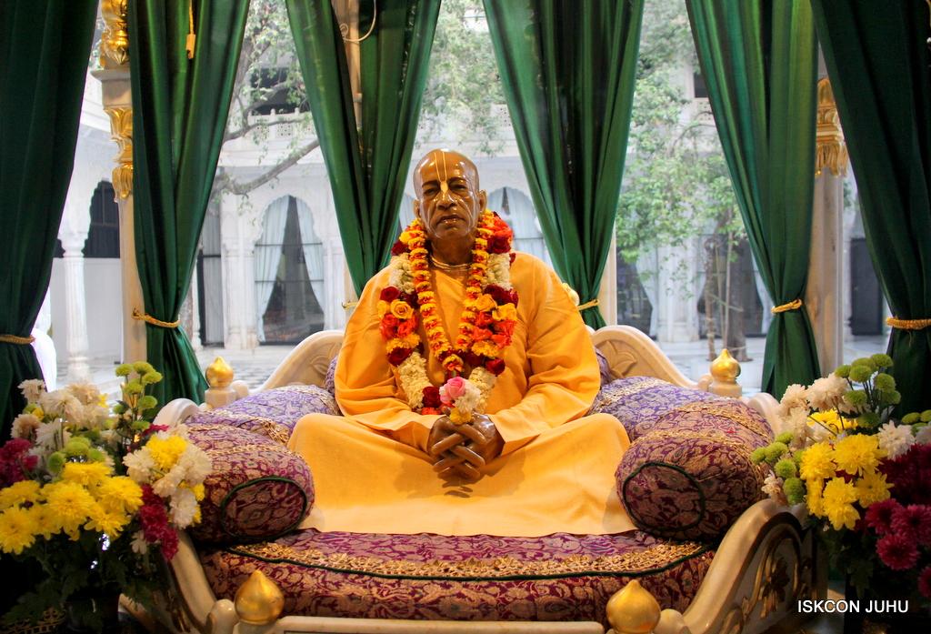 ISKCON Juhu Sringar Deity Darshan on 18th Jan 2017 (38)