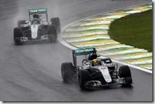 Lewis Hamilton davanti a Nico Rosberg nel gran premio del Brasile 2016