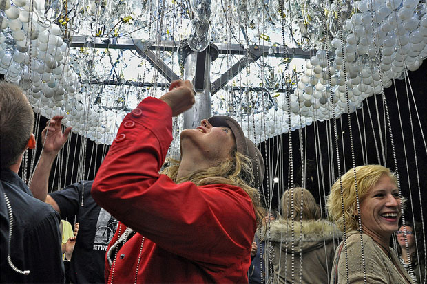 Caitlind Brown's Cloud of 5,000 Light Bulbs