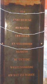 De tekst op het monument.