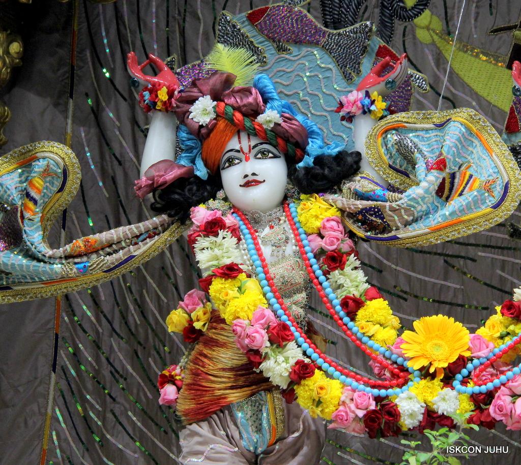 ISKCON Juhu Sringar Deity Darshan on 19th Oct 2016 (33)