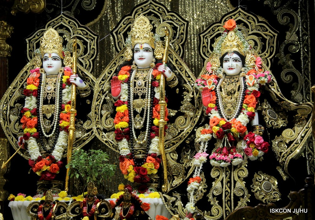ISKCON Juhu Sringar Deity Darshan 7 Jan 2017  (30)