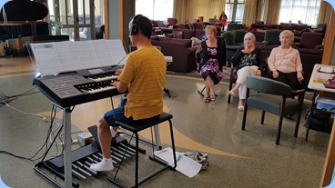 Taka Iida playing his new Stagea whilst three of his admirers watch-on intently!