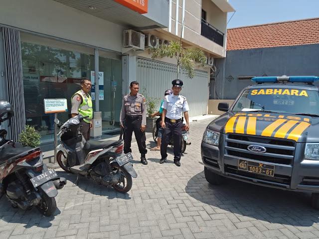 Anggota Polsek Jetis Mojokerto Patroli Pengamanan di Bank BNI