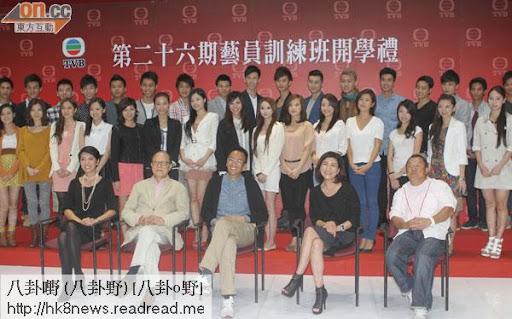 曾志偉(右起)、樂易玲、鄭丹瑞、鍾景輝及陳芷菁主持「第26期藝員訓練班開學禮」。