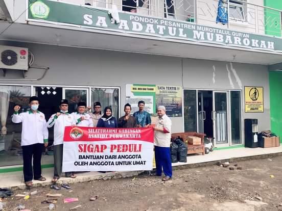 SIGAP Purwakarta Bantu Korban Banjir Pesantren Sa'adatul Mubarokah