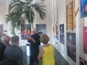 """Photo: Budapest - Palast der Künste. Schauplatz der Ausstellung """"Ring-Poster"""". Dr. Billand führt durch die Ausstellung. Juni 2014. Foto: Dr. Klaus Billand"""