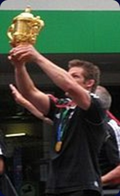 Richie_mccaw_holding_the_webb_ellis_cup_during_the_victory_parade