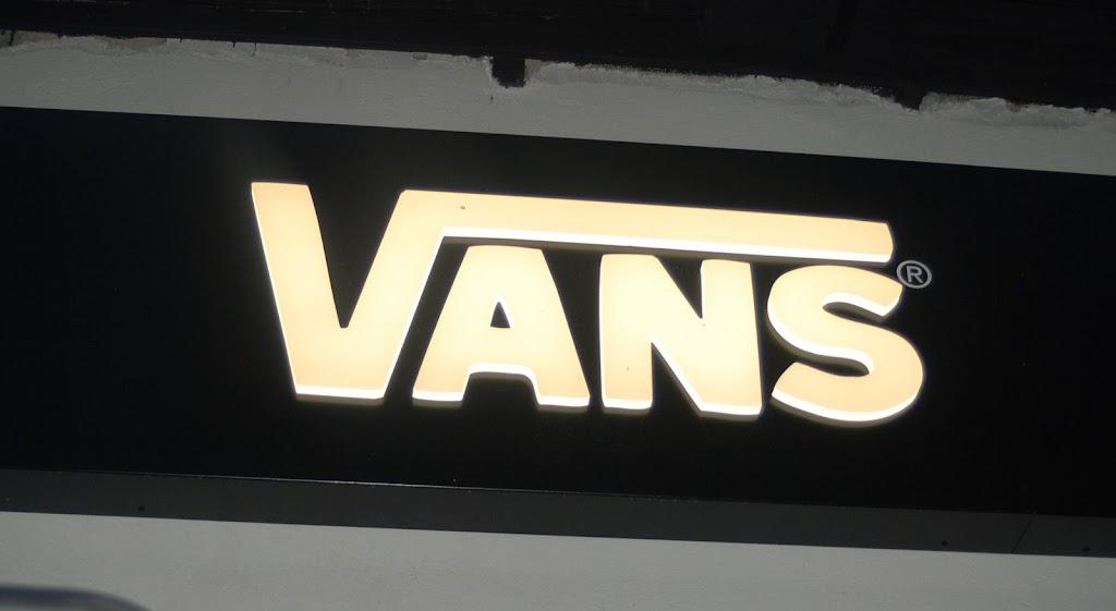vans store 09 09 09 (17)