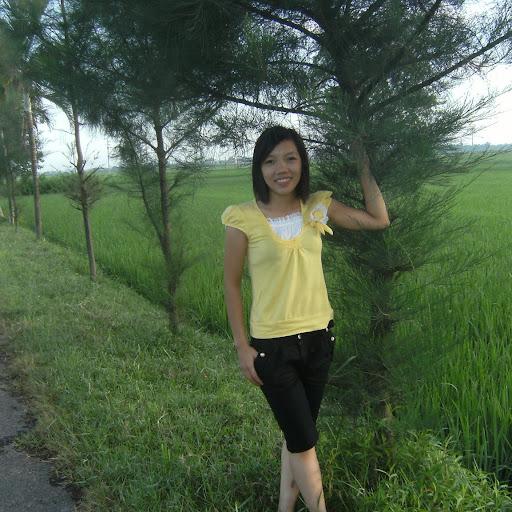 Oanh Ly Photo 19