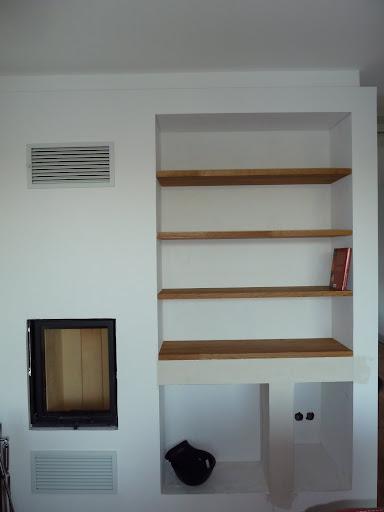 Bücherregal Neben Dem Kamin