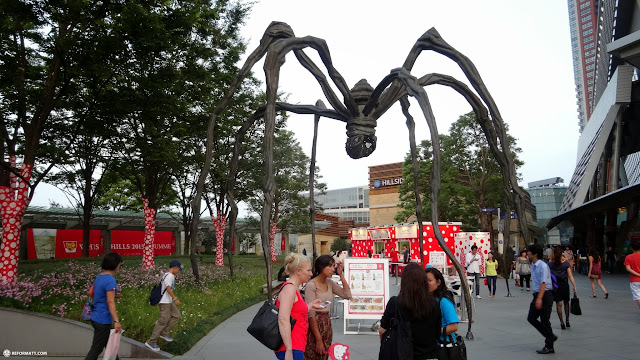 the famous giant spider at the foot of Roppongi Hills in Tokyo in Roppongi, Tokyo, Japan