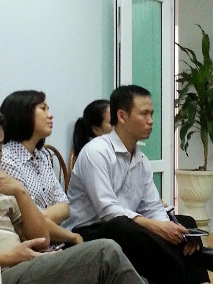 cán bộ nhân viên phục hưng chăm chú nghe đào tạo phần mềm iBom