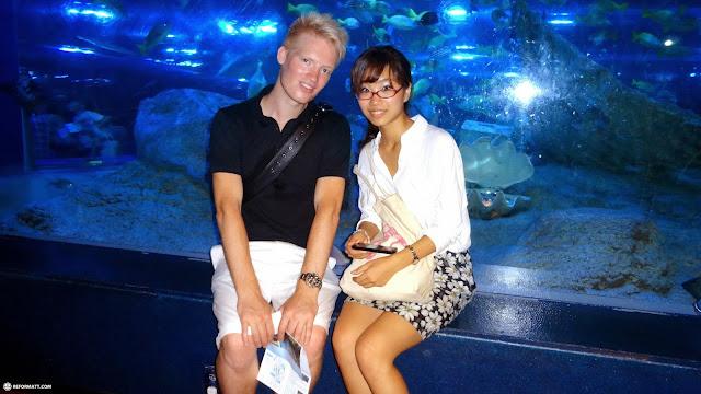 matt & fumie at the Shinagawa Aquarium in Shinagawa, Tokyo, Japan