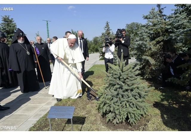 Papież Franciszek w Armenii 2, 25 czerwca 2016 - ANSA1032661_Articolo.jpg