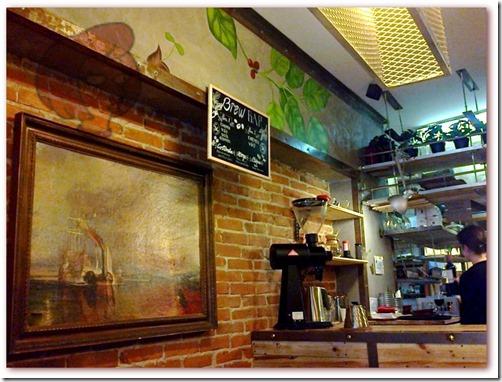 """Foto do fac-simile pendurado na parede da Coffee Shop, do quadro de J.M.W. Turner """"O Aguerrido 'Temeraire' Rebocado Até o seu Útimo Pouso para Ser Desmanchado"""". Original exposto na The National Gallery, Londres"""