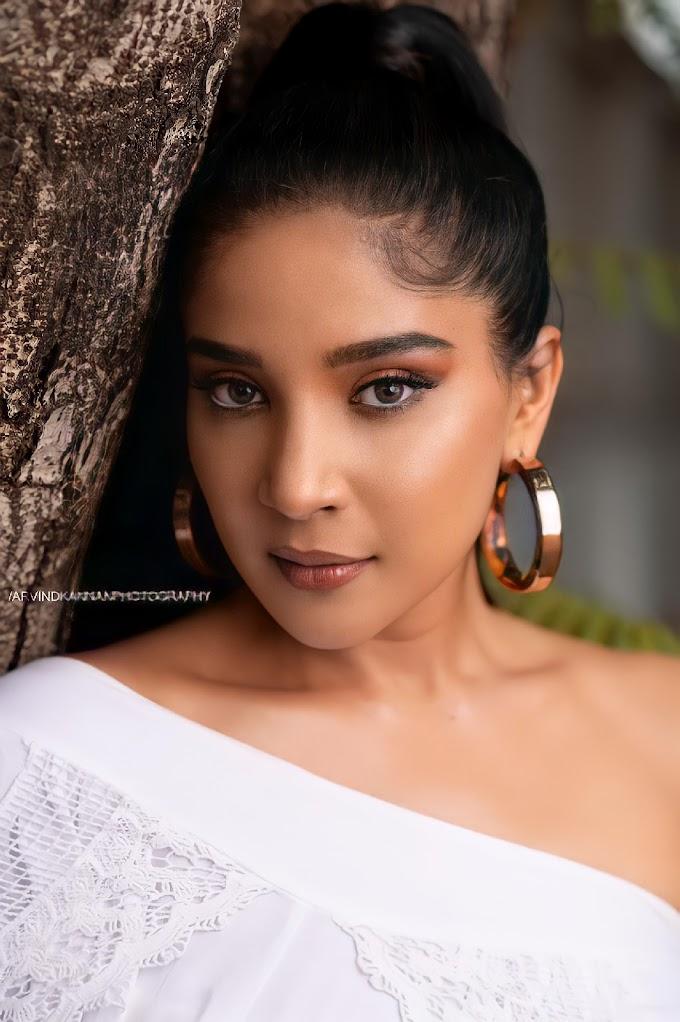 Actress Sakshi Agarwal Stylish New Pics..