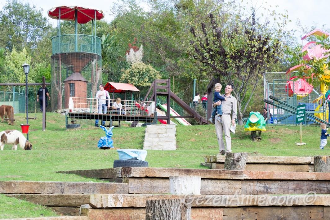 Polonezköy Piknik Park'ta dolaşırken
