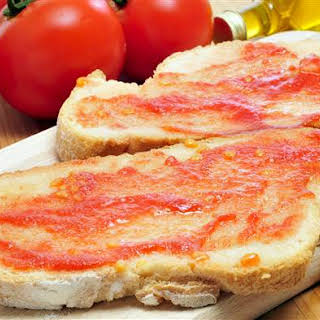 Pan Con Tomate (Catalan Bread and Tomato Tapas).