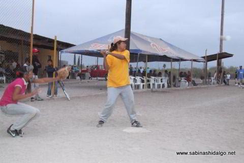 Margarita Milián de Chicas Sertoma en el softbol femenil del Club Sertoma
