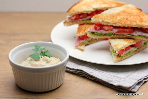Tramezzini mit gekochtem Schinken und Bohnen-Dip