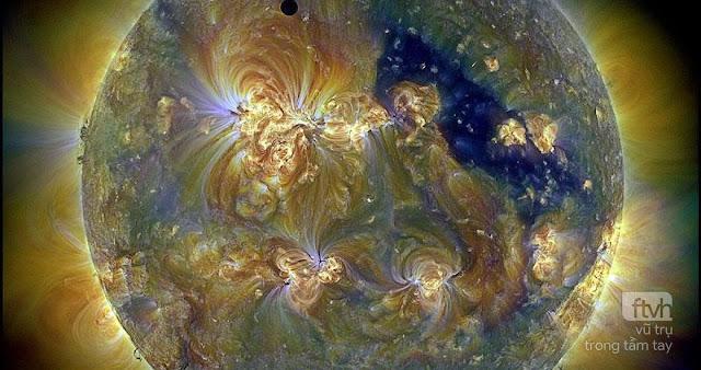 Sao Kim và Mặt Trời qua ba bước sóng tử ngoại