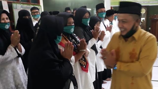 Foto: M Fikar Memberikan Ucapan Selamat. Pelantikan DMI Padang Utara, Bank Nagari Tegaskan Siap Layani Ekonomi Umat.