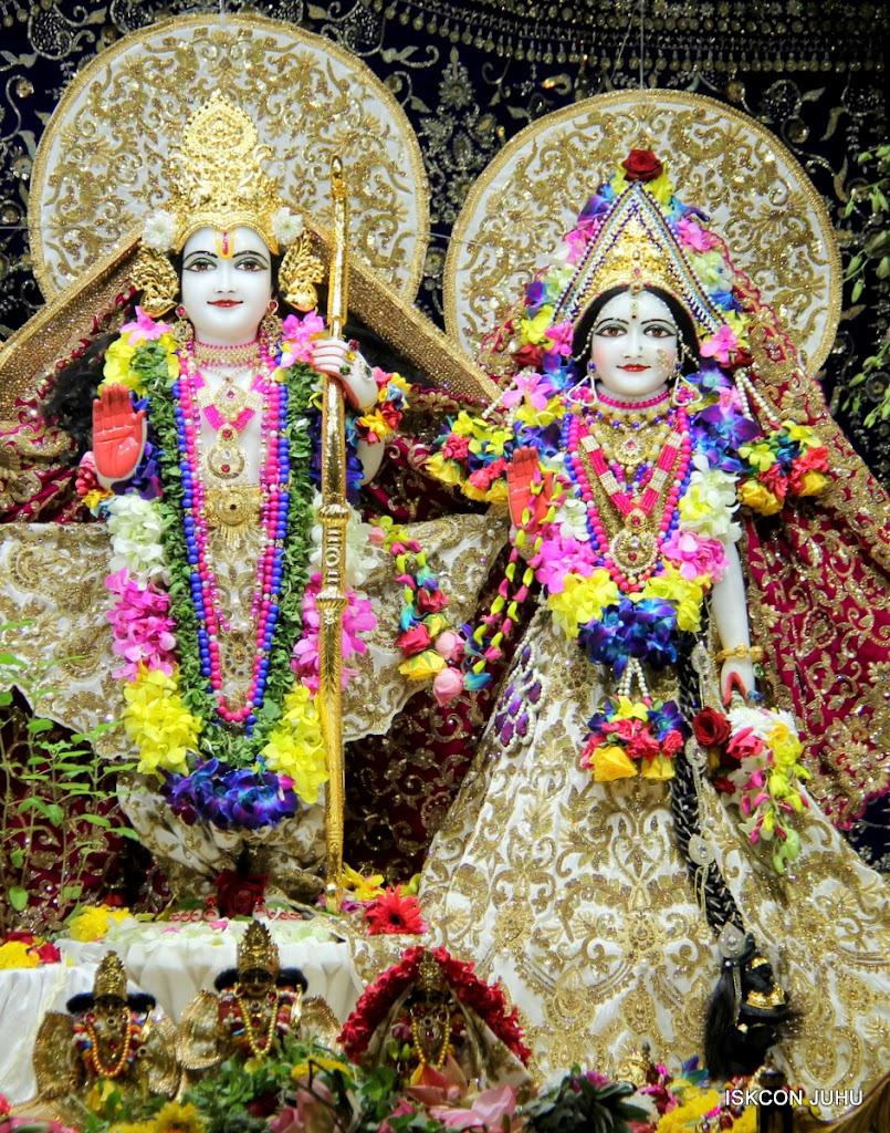 ISKCON Juhu Sringar Deity Darshan on 25th August 2016 (13)
