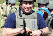 Николаевского губернатора Мерикова и мэра Гранатурова заставили пробежаться по окопам с оружием