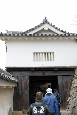The Himeji castle property, situated on a hill summit in the central part of the Harima Plain covers 107 hectares and comprises eighty-two buildings. It is centered on the Tenshu-gun, a complex made up of the donjon, keeps and connecting structures that we are walking through here