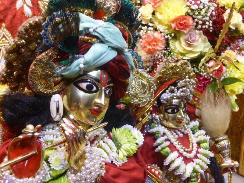 ISKCON Bhaktivedanta Manor Deity Darshan 18 Dec 2015 (14)