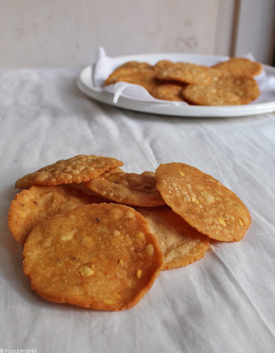 Thattai recipe (How to make crispy south Indian Thattai at home)