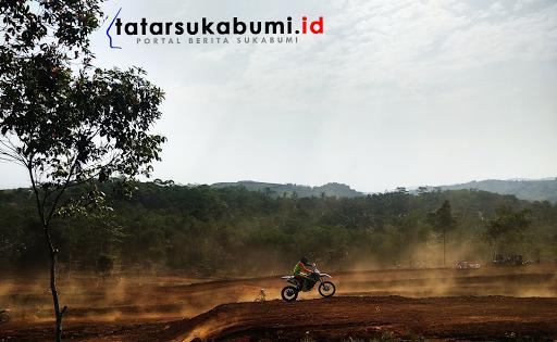 Objek Wisata Karang Para Sukabumi Miliki Sirkuit Motocross Selanjutnya Paralayang