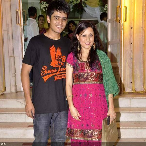 Kishori Shahane Vij with son at Ramesh and Seema Deo's 50th wedding anniversary, held at ISKCON, in Mumbai, on July 1, 2013. (Pic: Viral Bhayani)
