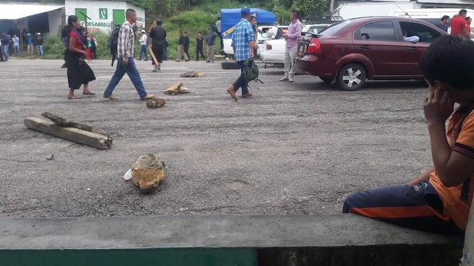 Inicia bloqueo en Bachajon, Chiapas.