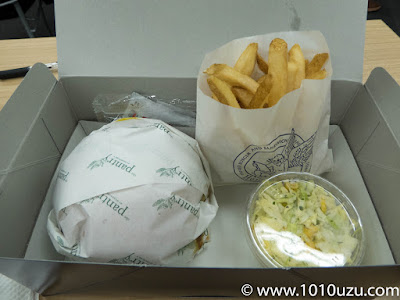 軽食のハンバーガー