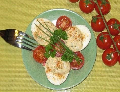 Oeufs durs au chèvre et à la tomate