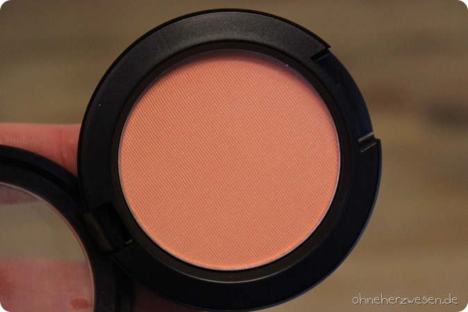 MAC Cosmetics Faerie Whispers LE Limited Edition Swatches Swatch Test Review Einkauf Blushes Blush Rouge Spellbinder Cheek Pollen Powder Puder limitiert Shopping Haul Testbericht Meinung Tragebild 1