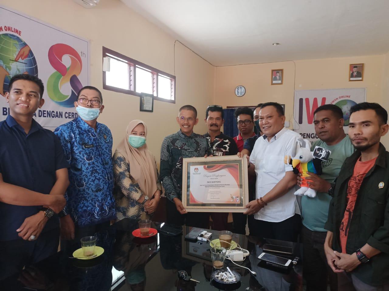 IWO Luar Biasa, KPU Kabupaten Soppeng Beri Penghargaan
