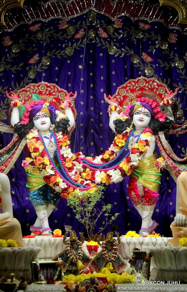 ISKCON Juhu Sringar Deity Darshan on 10th July 2016 (44)