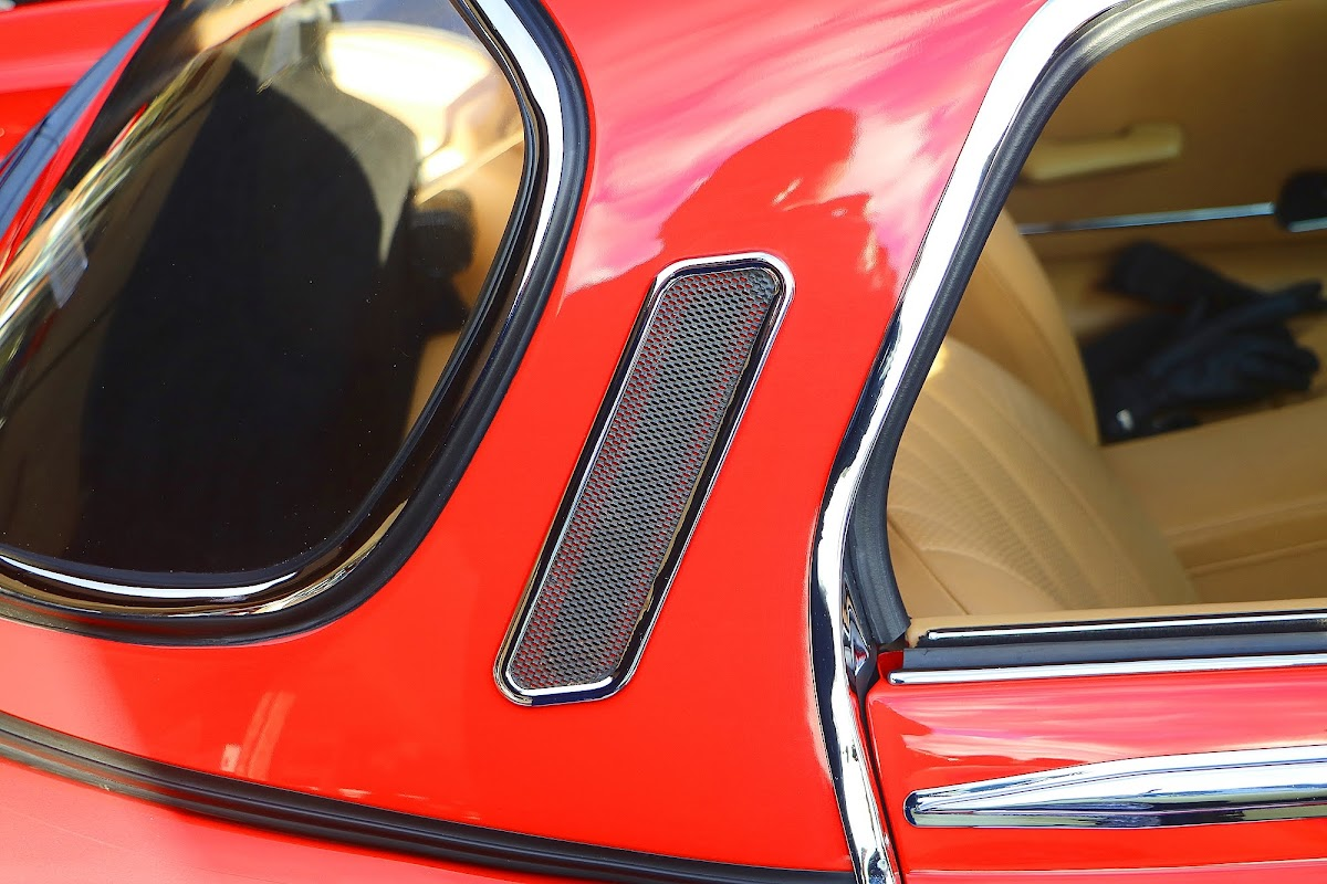 1974 Jaguar E-Type V-12 Side Roof Vent.jpg