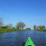 185-We laten Heeg achter ons en paddelen via de Wegsloot naar de Idzegaasterpoel...
