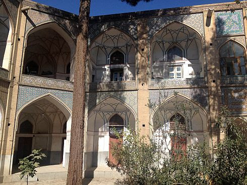 Doppelstöckiger Innenhof im Bazar von Isfahan