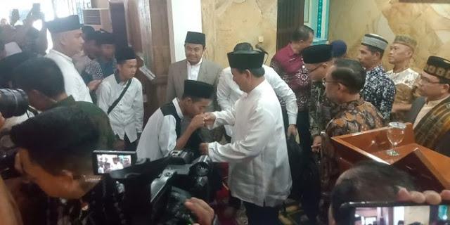 "Usai Salat Jumat, Prabowo Diteriaki Jemaah ""Selamat Jalan Pak Presiden"""
