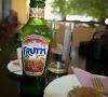 Сполучлива газирана напитка с вкус на вишни