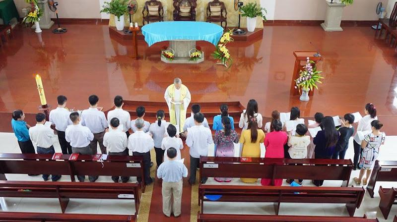 Giáo xứ Phú Hoà đón nhận Tân tòng