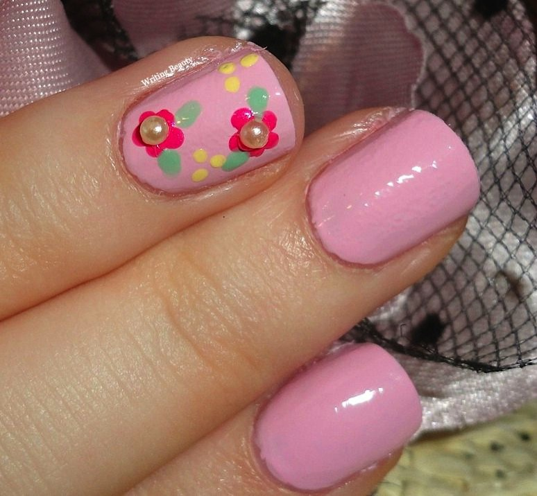 Flowers and Pearls Nail Look 2