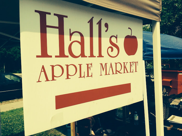 Halls Apple Market at the Manotick Farmers Market